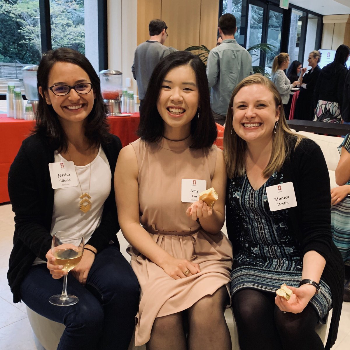 Congratulations to all of the @StanfordAlumni Community Impact Awardees, including @sunying12 & @JessicaRibado (whom I finally got to meet for the first time!)  Props to everyone who works to make Stanford better, and thank you to @monicakate & Cindy Ng for the nomination! 🙏🏻