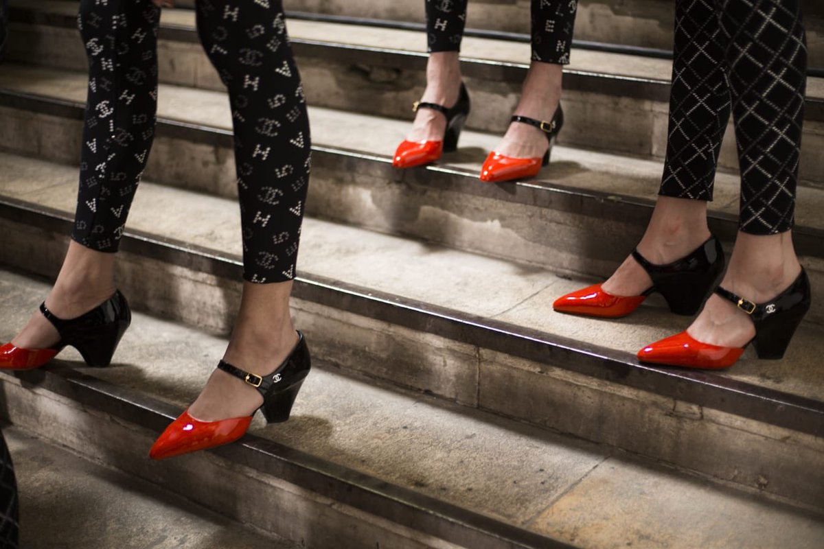 Models walked along the platforms at the Grand Palais wearing pointed-toe pumps with small conic heels. #CHANEL #VirginieViard #DestinationCHANEL | Visit http://espritdegabrielle.com L'héritage de Coco Chanel #espritdegabrielle © #CHANEL