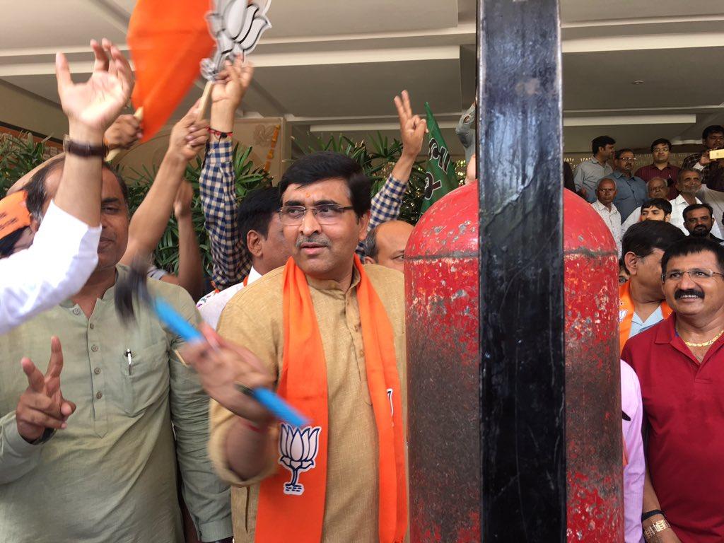 Celebration at kamalam #gandhinagar @bharatpandyabjp @jitu_vaghani