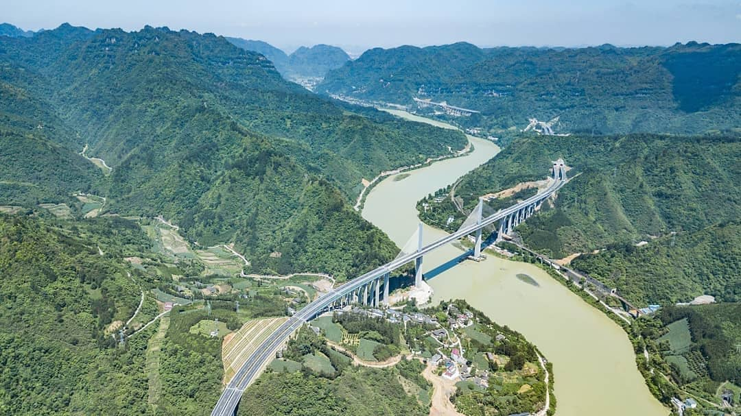 Aerial photo taken on May 22 shows the Guizhou section of Tongren-Huaihua highway in southwest China&#39;s Guizhou Province. The construction of 33.778-kilometer-long Guizhou section of Tongren-Huaihua highway was completed on Tuesday. #FlyOverChina<br>http://pic.twitter.com/ahRAwvmcHt