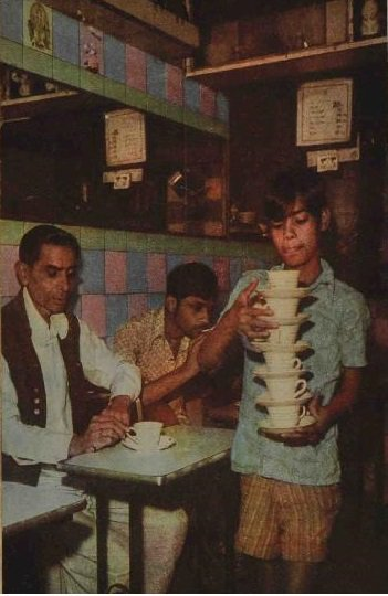 1970s :: Boy Carrying Tea Cups In Restaurant , Bombay <br>http://pic.twitter.com/fhX98LzpvB