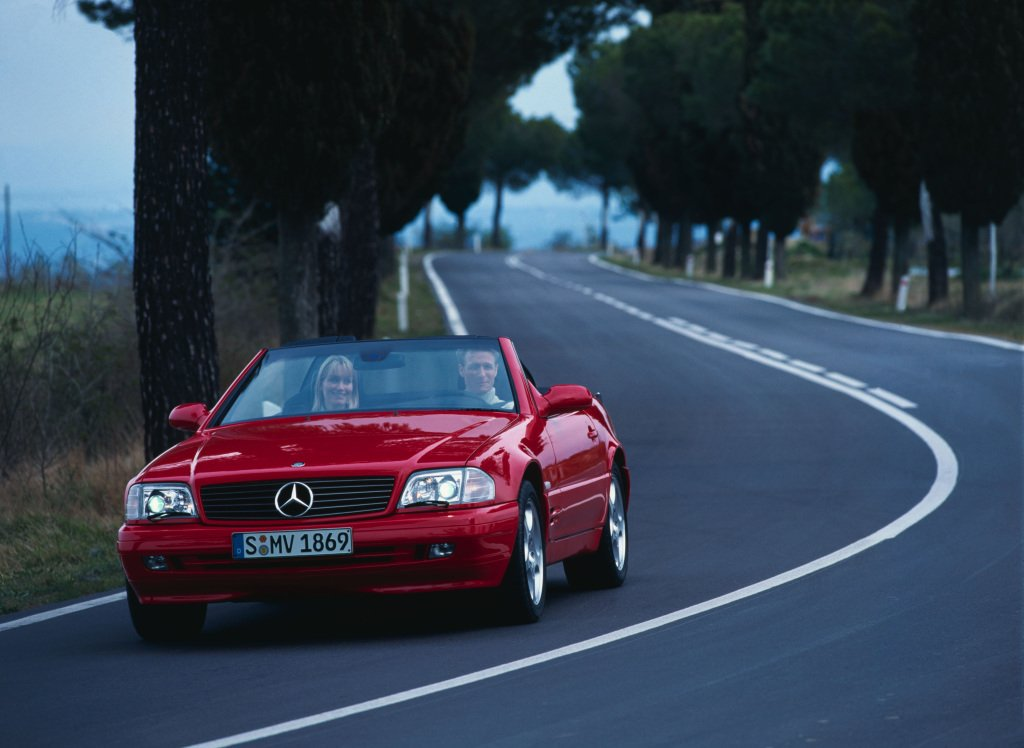 #ThrowbackThursday with the @MercedesBenz SL 280  of the model series R 129 which was produced between 1989-2001. #MercedesBenz #Mercedes #MBClassic #Classic