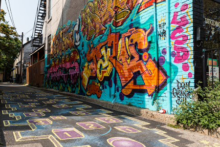 Looking for cool street art in #Toronto? You'll find this colourful side street in Kensington Market.