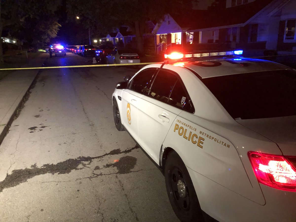 HOMICIDE INVESTIGATION: IMPD confirms a man died on his way to the hospital, after being cut in a fight on Bosart Ave near 10th St. #NewsTracker #Daybreak8 <br>http://pic.twitter.com/3RKZfS721B