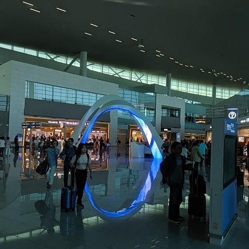 I really like airports. I really like this one the most. South Korea sure has changed since M*A*S*H was filmed. (I know it was Calabasas.) <br>http://pic.twitter.com/VYj22SDlWS &ndash; à Incheon International Airport Terminal II