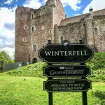 Image for the Tweet beginning: ⚠️Doune Castle is #Winterfell for