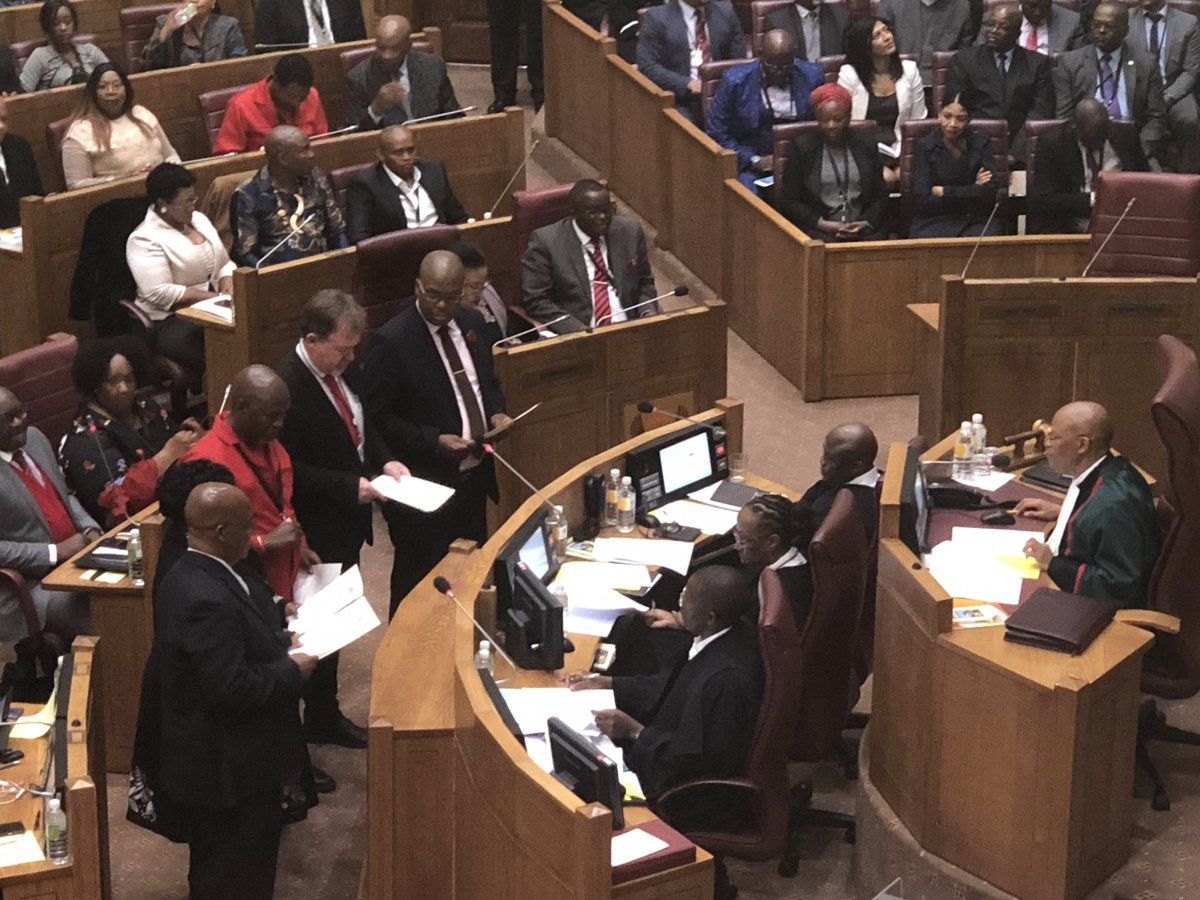 #KennyMotsamai  and of course our very thorough Chief Justice explained at length why he will proudly administer his swearing <br>http://pic.twitter.com/9tQuFemOXS