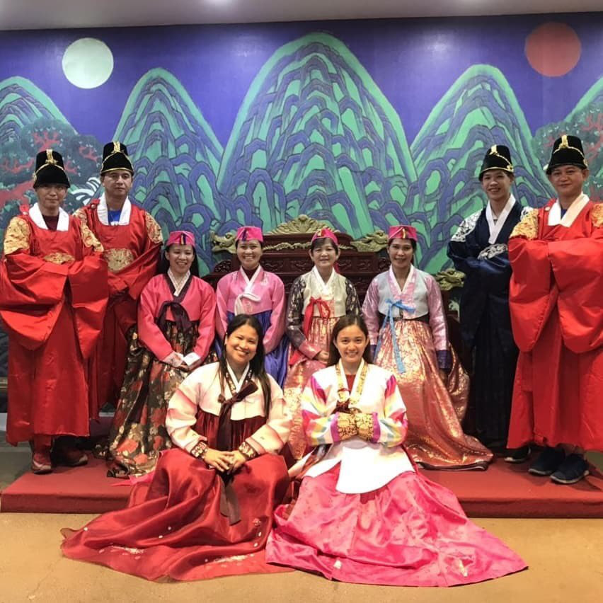Once in a while,right in the middle of an ordinary life,love gives us a fairytale .  A visit to South Korea is not complete w/o trying their traditional hanbok. It will really make your trip a memorable one.   This beautiful (travel) fam looks like royalty, don't you think?  <br>http://pic.twitter.com/am7gBYK8Fq