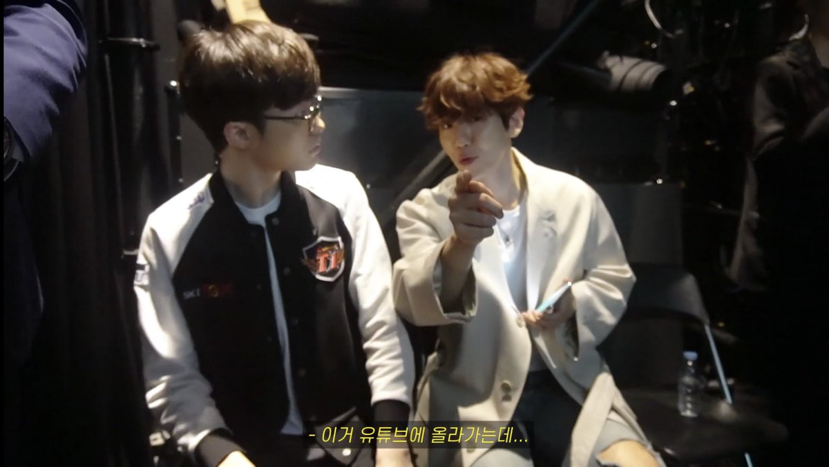 Faker and Baekhyun in one frame. - B: I'm a fan! F: Thank you!  B: I'm going to be uploading this onto YouTube... F: ? B: Is it ok? F: Ah.. yes! 👍🏼 B: Because you're my favourite pro-gamer... hehe  https://youtu.be/nOXGH7HYvDo