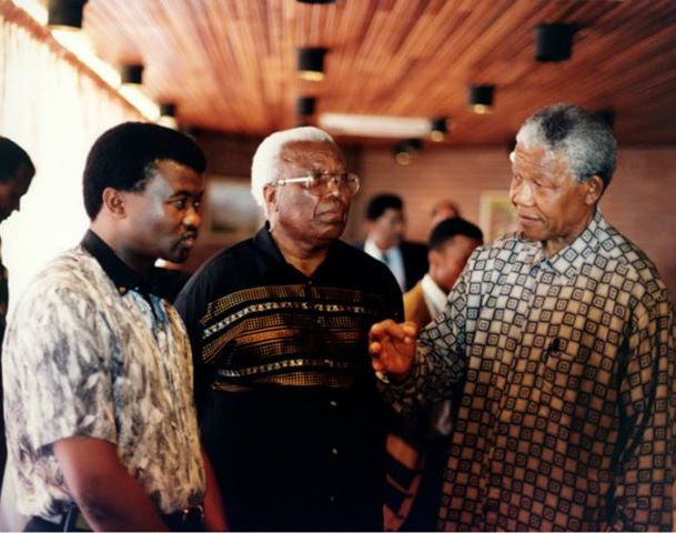 #ThrowbackThursday Me with Madiba and Raymond Mhlaba around 1991 <br>http://pic.twitter.com/YLDvTPxBix