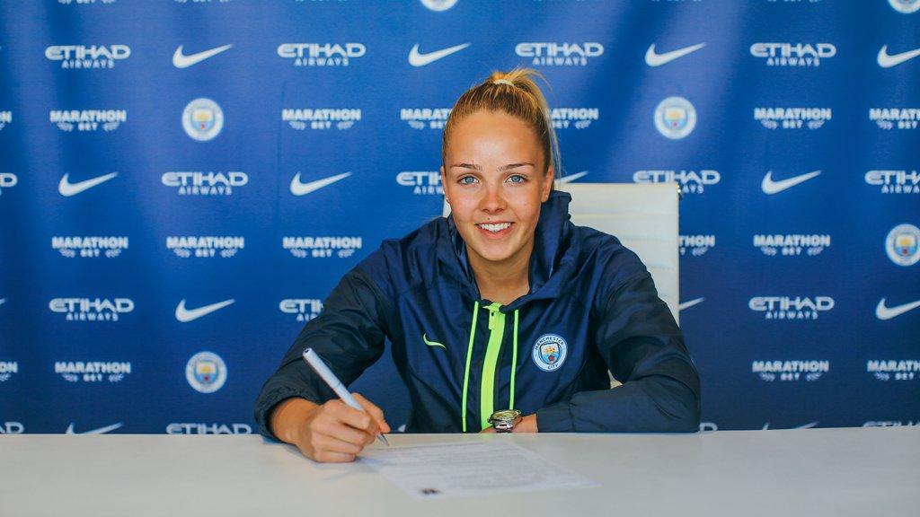 ¡Dos años más para @EllieRoebuck_!  La guardameta del City ha ampliado su contrato hasta el final de la temporada 2020/2021.  🔵 #MCFCEspañol