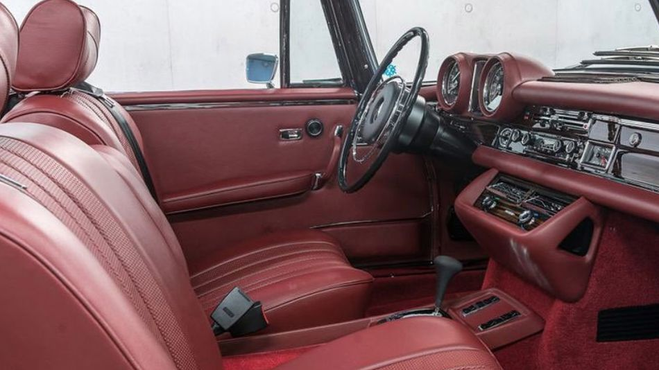 The interior of a Mercedes-Benz Cabriolet (the 111 series) - do you prefer red leather or cognac leather? #MBclassic #MBmuseum #throwbackthursday