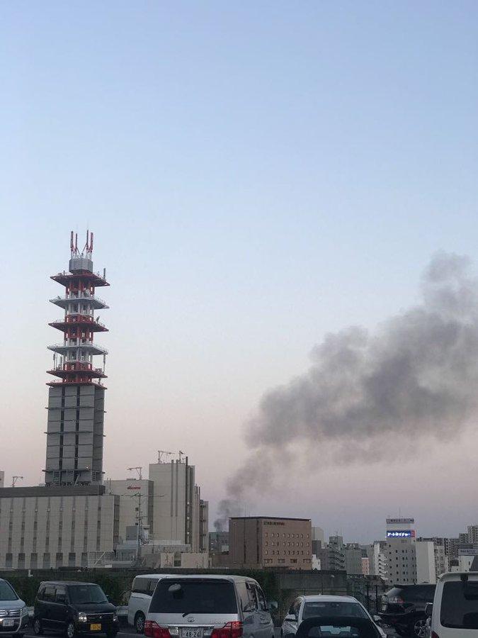 水戸市で大量の黒煙が上がっている火災現場の画像