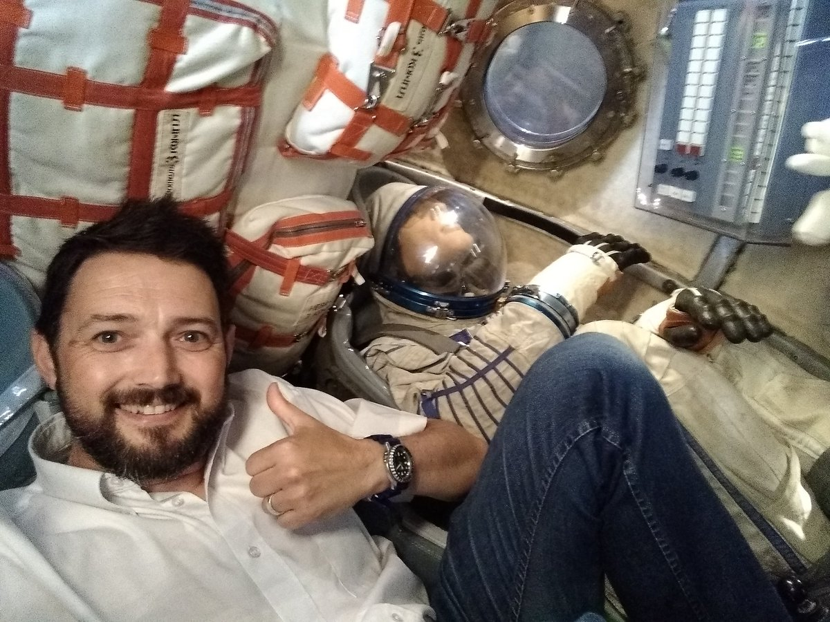 &quot;Zero G and I feel fine!&quot;  It&#39;s traditional for a Brit in a #Soyuz to give a smiling thumbs up.  Spare seat for you @space_tom.<br>http://pic.twitter.com/kONjNxIohf
