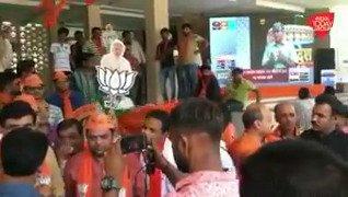 #ResultsOnAajTak | गुजरात के बीजेपी मुख्यालय में जश्न का माहौल.(@gopimaniar )#ReporterDiary. #ElectionResults2019अन्य वीडियो: http://bit.ly/IndiaTodaySocial…