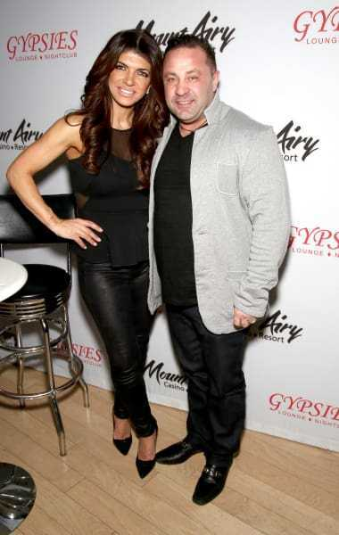 Joe Giudice Wins in Court, Gets to Stay in America ... But for How Long? -  https:// styleupnow.com/joe-giudice-wi ns-in-court-gets-to-stay-in-america-but-for-how-long-2/ &nbsp; … <br>http://pic.twitter.com/vViYF2ludE