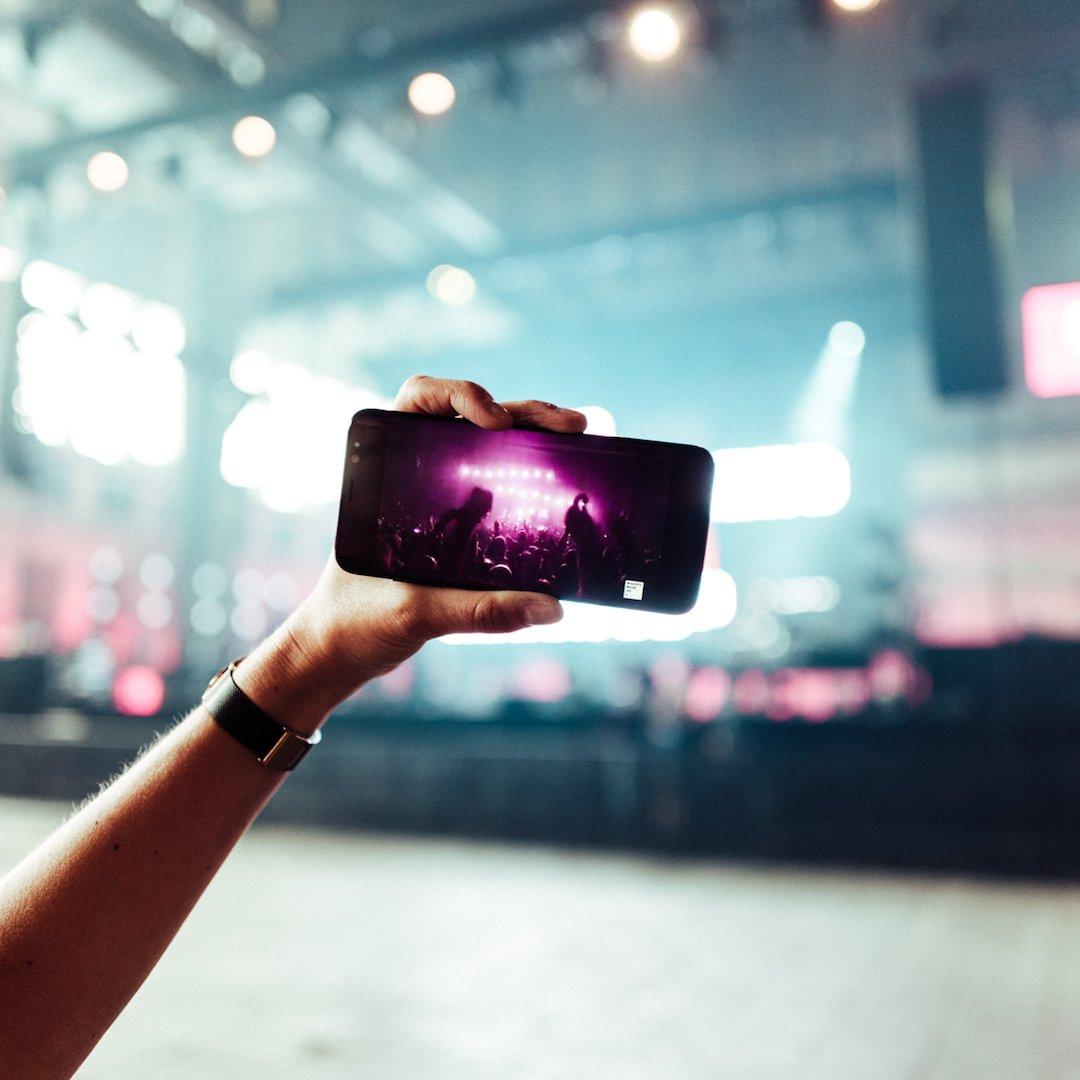 Social Media Post: Seid #dabei wo auch immer ihr seid! Ganz einfach den #Livestream ab...