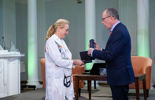 On 17 May, Professor Toomas Asser, rector of the University of Tartu, presented the Skytte Medal to Eva Åkesson, vice-chancellor of Uppsala University and a member of the University of Tartu Council. #HigherEducation #university @unitartu http://www.uu.se/en/news-media/news/article/?id=12650&area=2,16&typ=artikel&lang=en…