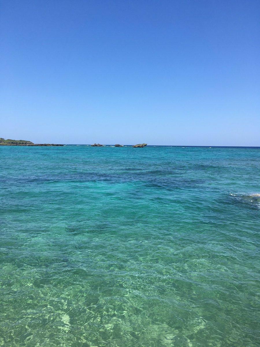 スンバラシイ海。沖縄来てよかったなと思う瞬間。目に焼き付ける。県内だけど最後の出張になるかなー。韓国からのお客様アテンドしました!ホテルの朝食はどんなところであってもワクワク。そして英会話スキルあがった実感あり。#沖縄移住 #恩納村 #妊婦ちゃん #海
