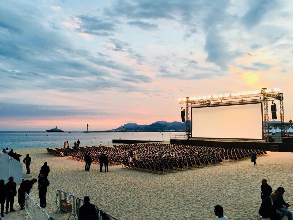 🎥 Il ne vous reste plus que deux soirs pour profiter du #CinémaDeLaPlage !  Ce soir ➡ #LesPatriotes Demain soir ➡ ciné-karaoké !  Infos ➡ https://bit.ly/2EDRbav  #Cannes2019