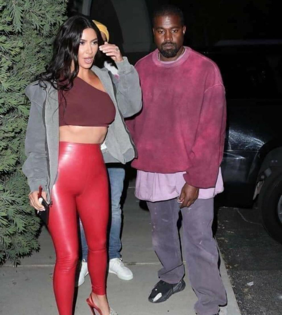 Why does Kanye West look like he just changed oil and spark plugs on a Honda civic  <br>http://pic.twitter.com/OUZa8SOkJd