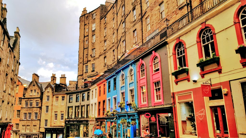 Victoria Street is always worth a photo #Edinburgh #ThursdayThoughts #tourism #VisitScotland<br>http://pic.twitter.com/Q6eybIXIoD
