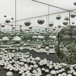 Image for the Tweet beginning: Yayoi Kusama's Infinity Mirrored Room