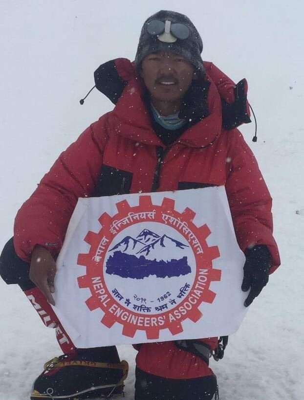 Mingma Dorjee Sherpa becomes 1st Nepali Electrical Engineer to reach the top of Mt. Everest 😮🇳🇵 #Congratulations