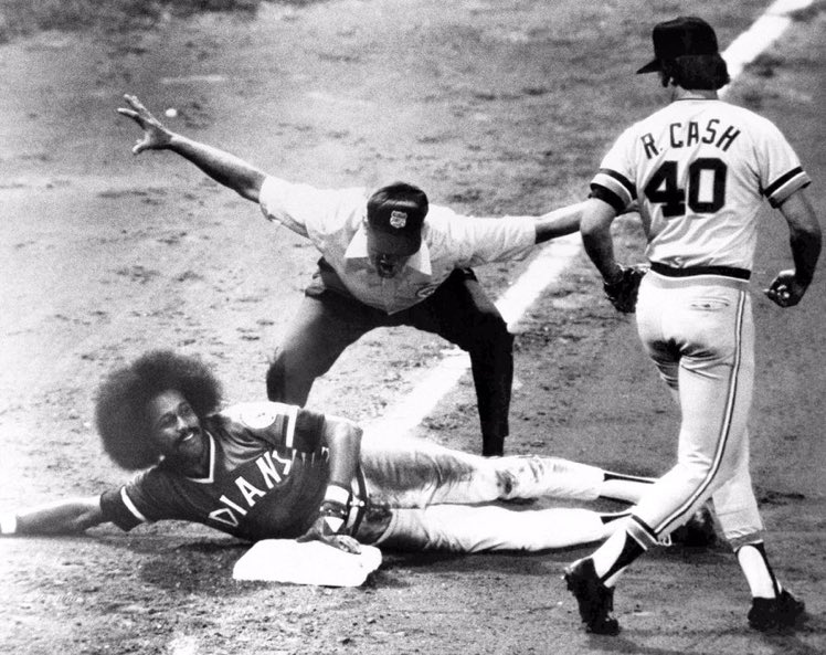 Oscar Gamble&#39;s afro is safe at third. <br>http://pic.twitter.com/z7TeElgTm0