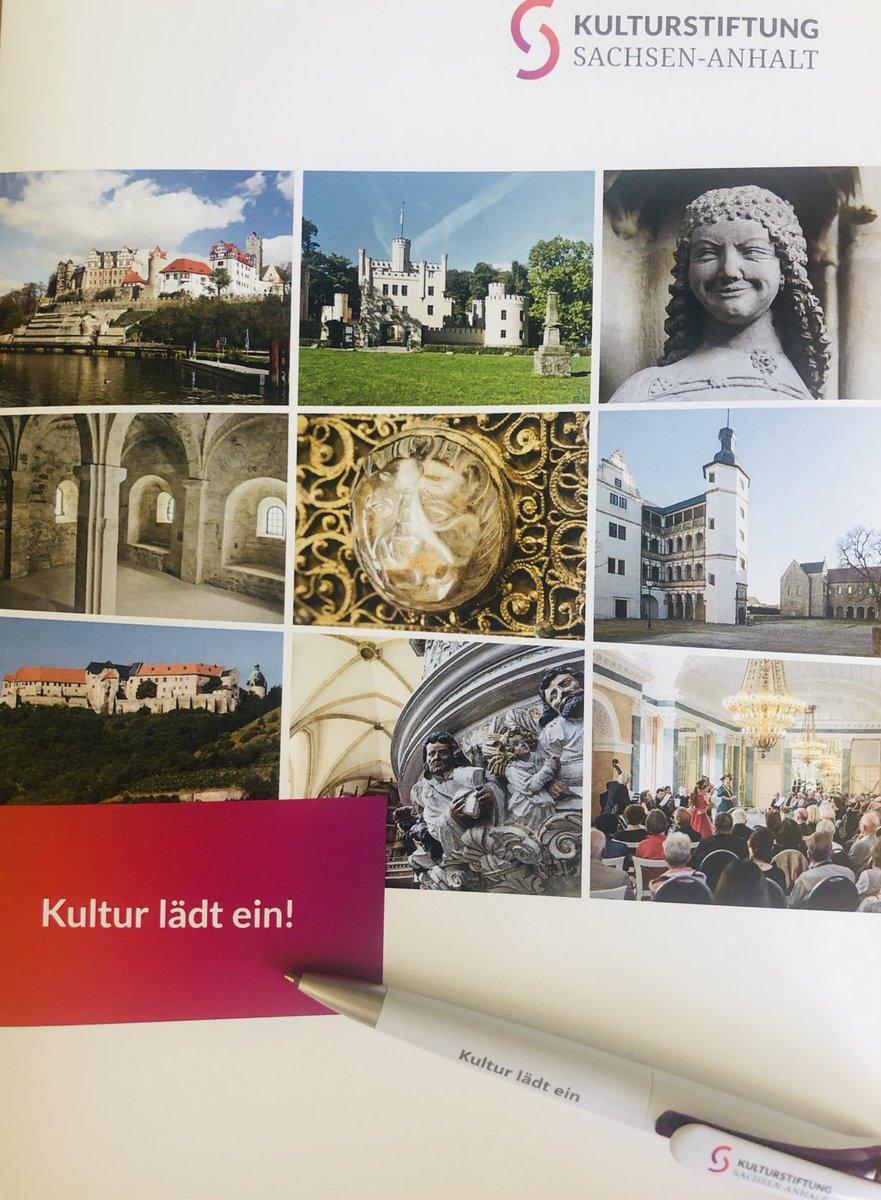 GEWINNPIEL: 9 aus 18!  Wer uns den Namen des Schlosses auf Bild 2 zuerst in den Kommentaren schreibt, erhält einen kleinen Preis. Na? pic.twitter.com/PzS7DT3vfX