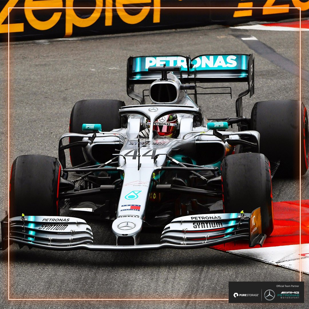 #FP2 chequered flag! 🏁  @LewisHamilton tops yet another session to end the day as Monte Carlo's fastest man 🔥  1️⃣ #LH44 ⏱ 1:11.118s 2️⃣ #VB77 ⏱ 1:11.199s  Friday ✅ now it's time to pick through that data...  #UnfairAdvantage 🇲🇨 #MonacoGP