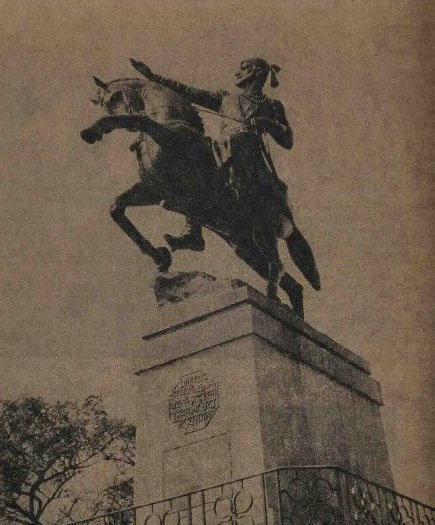 1970 :: Statue of Chhatrapati Shivaji Maharaj In Shivaji Park , Bombay   Bombay Citizens Collected Funds For Construction of Statue   The Statue Was Unveiled In 1966 <br>http://pic.twitter.com/5xXJrkYn3a