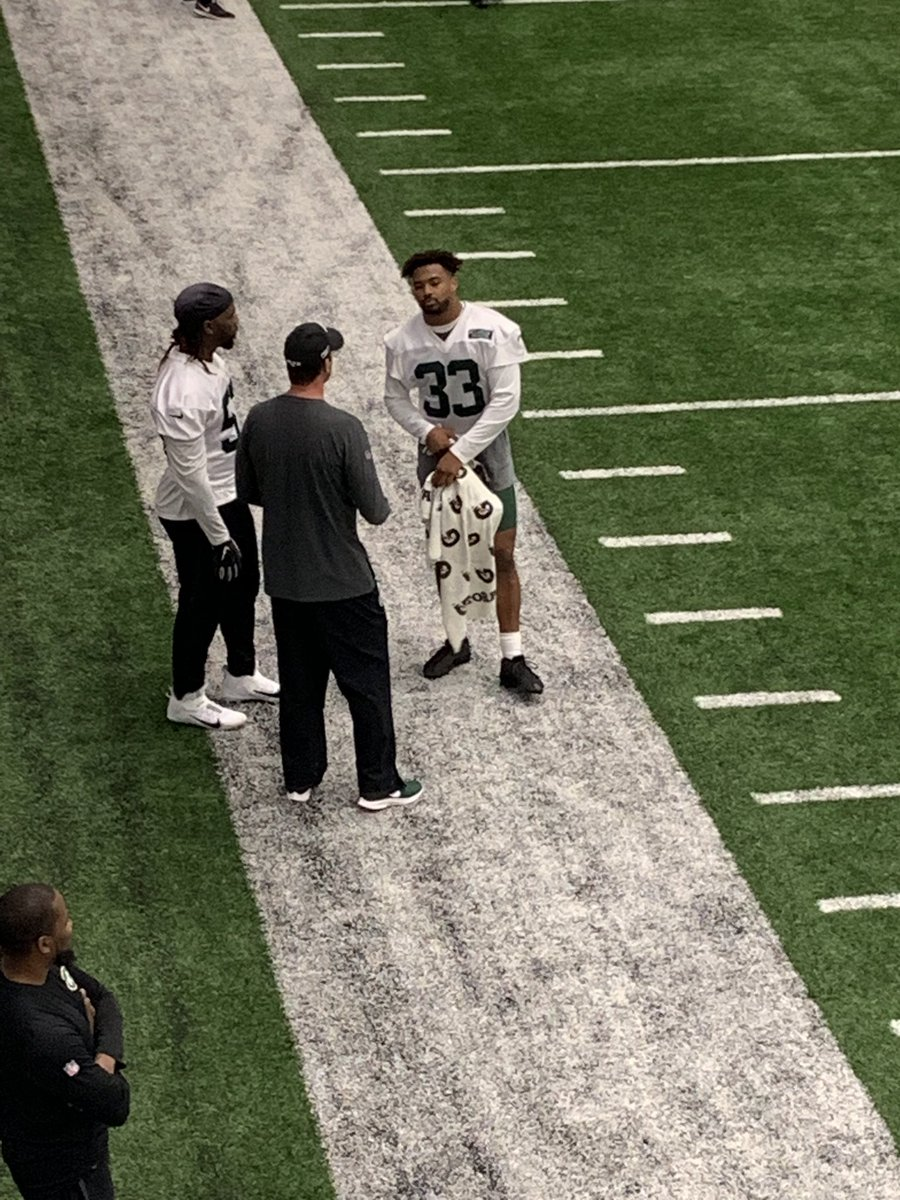 #Jets coach Adam Gase spending time with two important defensive players: CJ Mosley &amp; Jamal Adams <br>http://pic.twitter.com/0lCiqZmd9H &ndash; à Atlantic Health Jets Training Center Broadcast Dept