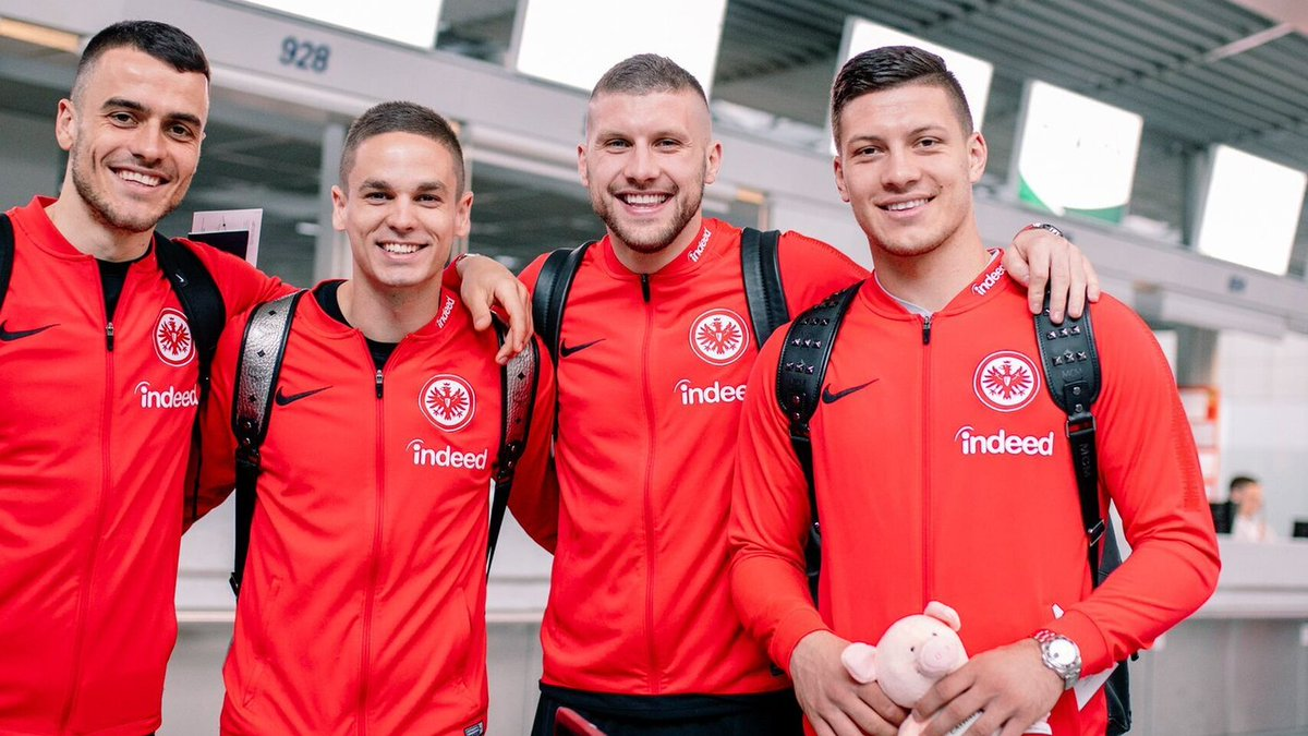 🔴 #NoticiaEB | El Eintracht tensa la cuerda por Jovic y el Real Madrid espera https://www.elespanol.com/elbernabeu/futbol/20190523/eintracht-tensa-cuerda-jovic-real-madrid-espera/400710839_0.html…