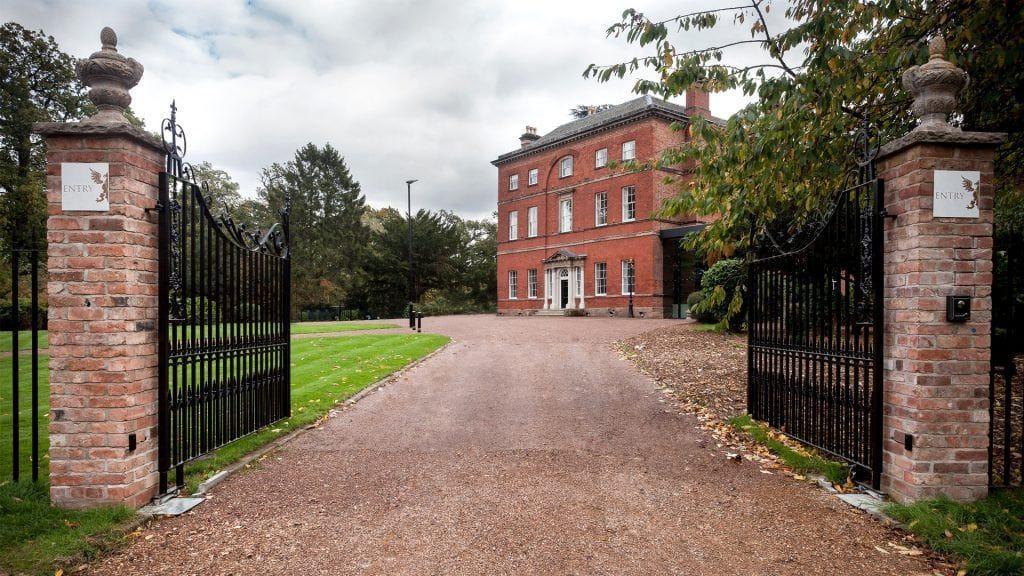 An indulgent summers evening of canapes, fizz, #fashion & #shopping at the beautiful Winstanley House #Leicester. Plus a #cabiFashionShow hosted by Mandy Noss & Justine Oldfield. #LoveBiz #CharityEvent #Leicestershire #EastMidlands #WomenInspiringWomen http://www.loveladiesbusinessgroup.co.uk/summer-evening-event…