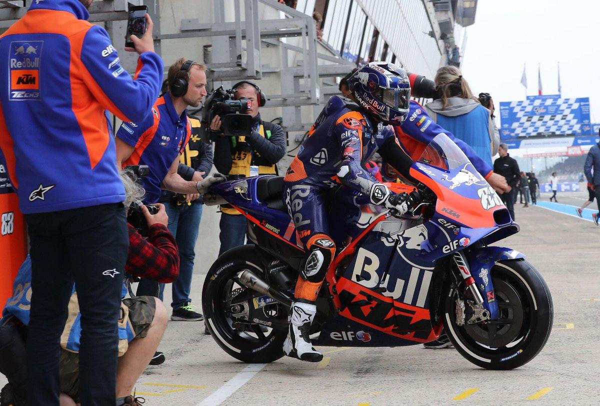 Men at work 👉🏻 #FrenchGP edition 🇫🇷 #KTM #Tech3 #MotoGP #MO88 #Turma88 #HS55 #Bo55ku @MotoGP