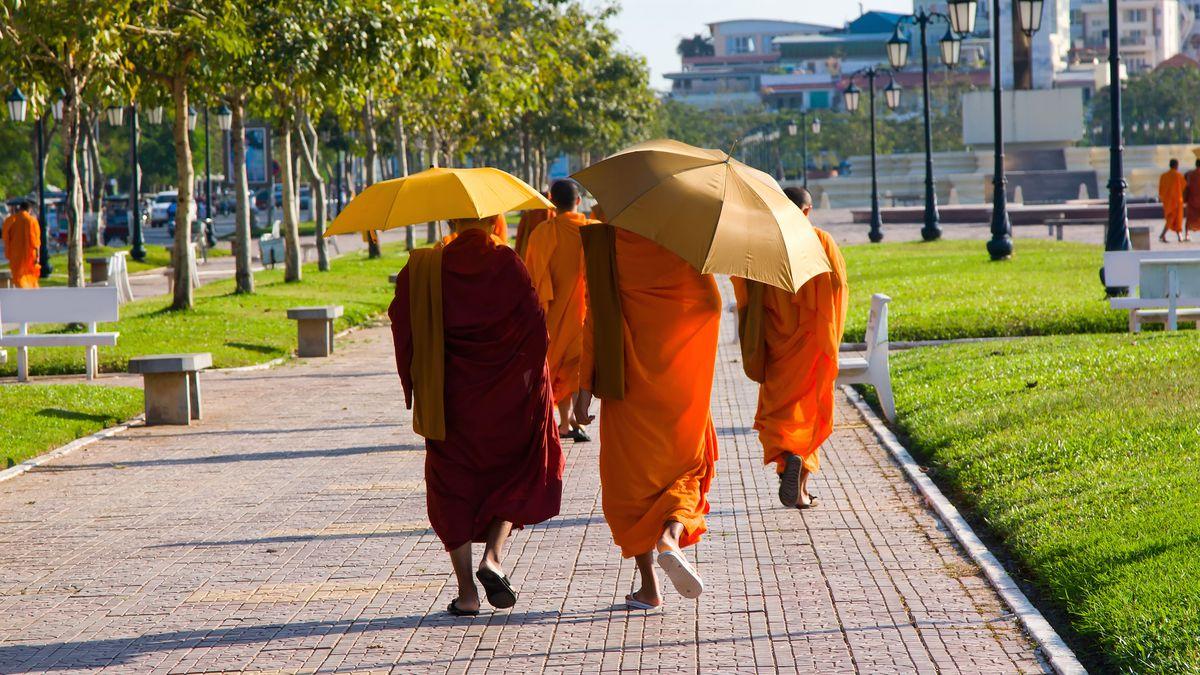 Check out Cambodia: Flights to Phnom Penh from £342 return http://dlvr.it/R5HYQZ  #MotoGp #F1 #skyf1 #Northampton #Racingtips #atthrraces #Dubai #winners #winningtips #London #Trump #Airport #Fanboost #Champs #Champion