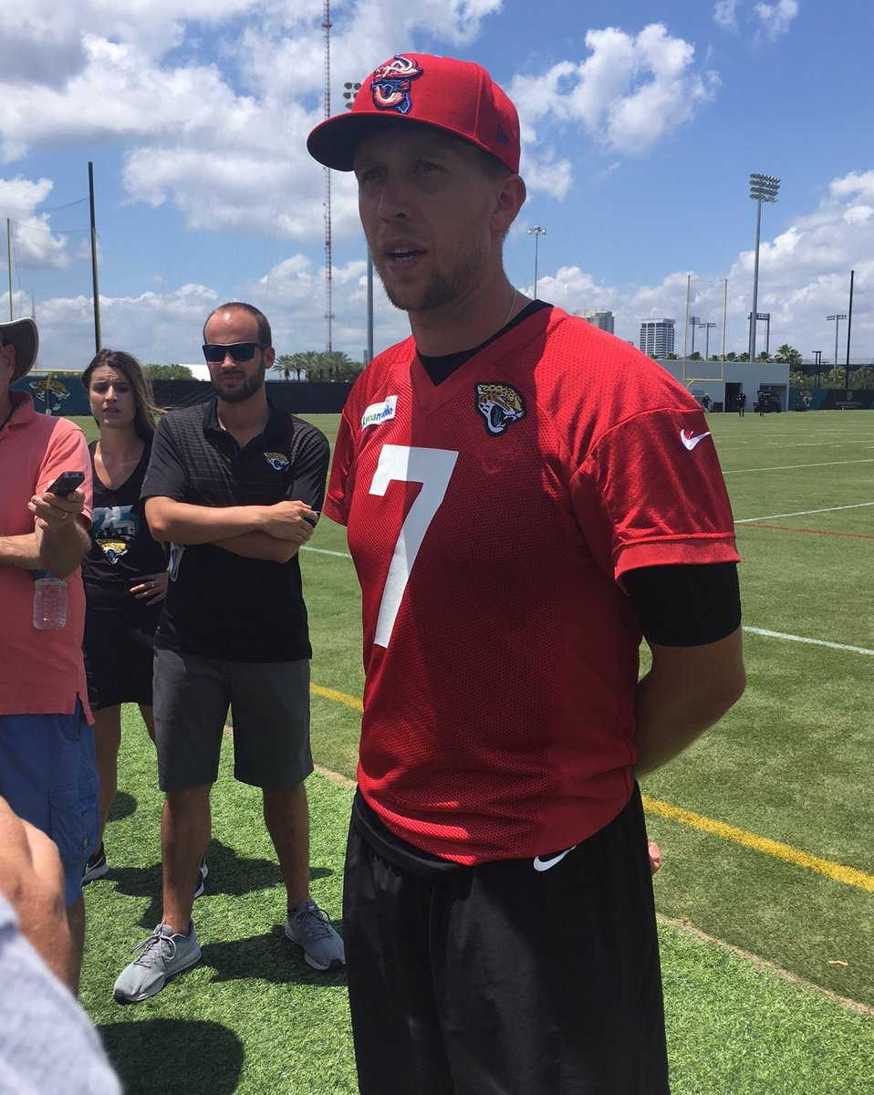 Proper headwear is of utmost importance to NFL quarterbacks. We appreciate that @NickFoles gets that. #CrustaceanNation #Duuuval<br>http://pic.twitter.com/rX1p4jh6qg