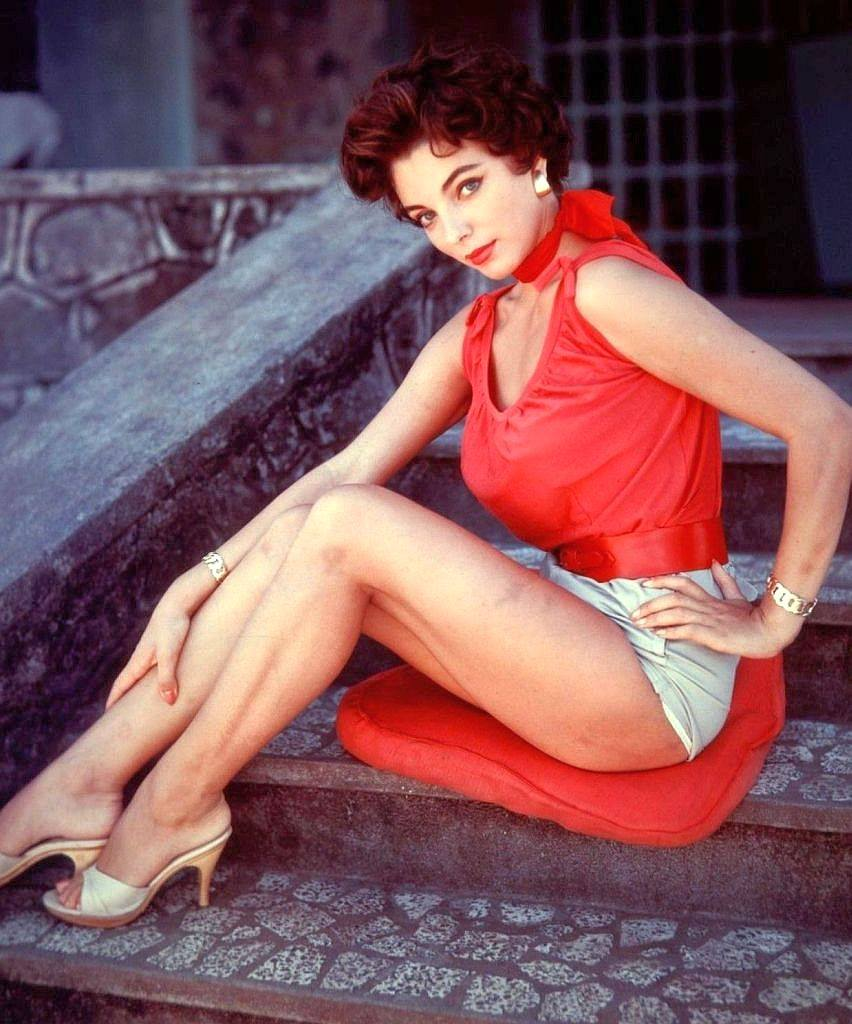 Happy Birthday to Joan Collins who turns 86 today! Pictured here back in the day.