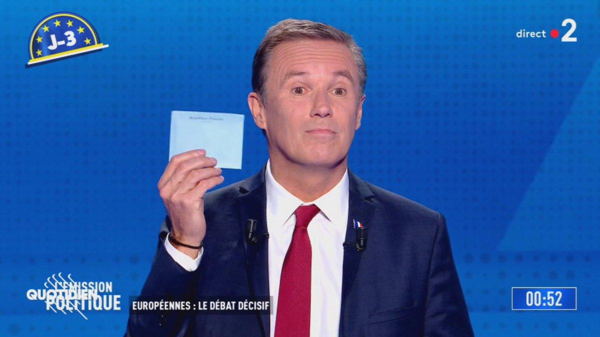 Vous soutenez Nicolas Dupont-Aignan ? Alors, dimanche, suivez son conseil : pour voter pour lui, glissez une enveloppe vide dans lurne ! ⚠ Attention ! Vérifiez bien que lenveloppe est vide, hein ! #Quotidien