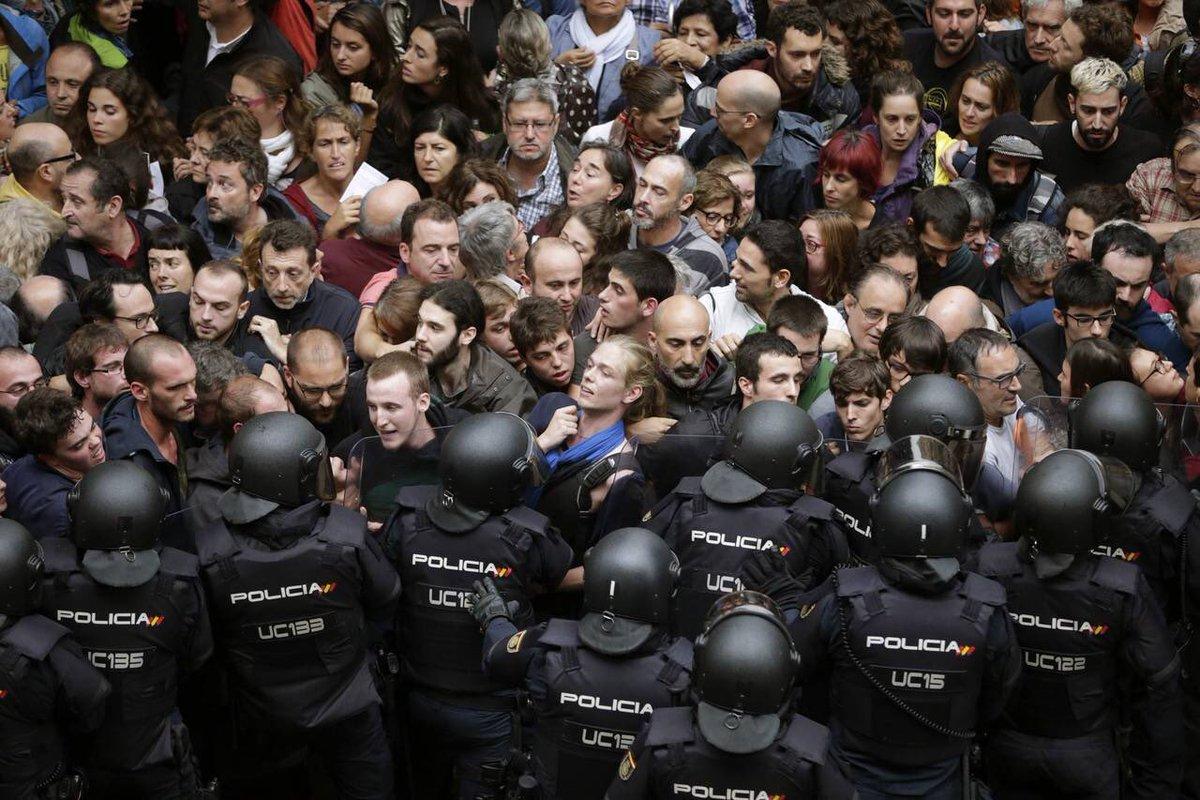 #PuigdemontMeRepresenta #PuigdemontPonsatíComín #RepúblicaCatalana #JuntsxEuropa Per les llibertats, per dignitat del poble català, pels drets humans i demòcrates, votem a qui pot donar-nos veu a Europa i aturar aquesta bojeria, solució : @KRLS