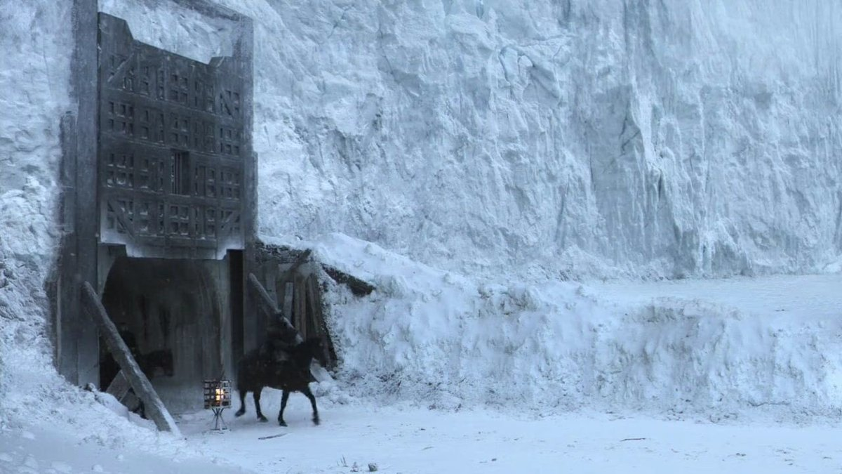The opening shot and the final shot in #GameofThrones <br>http://pic.twitter.com/IvGZCHzPB2