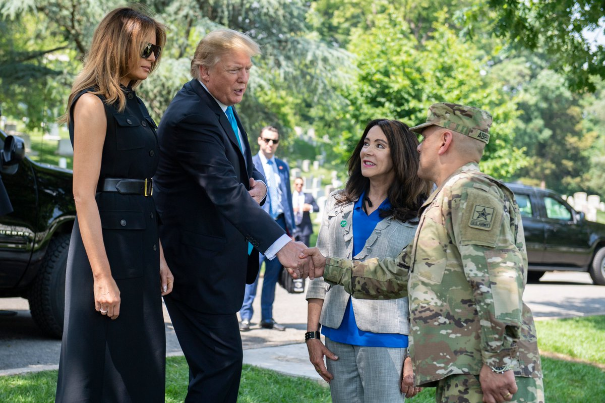 We're honored to host @POTUS and @FLOTUS today for our annual tradition, #FlagsIn. They were welcomed by our Executive Director, Karen Durham-Aguilera; and Senior Enlisted Advisor, Sgt. Maj. Juan Abreu.