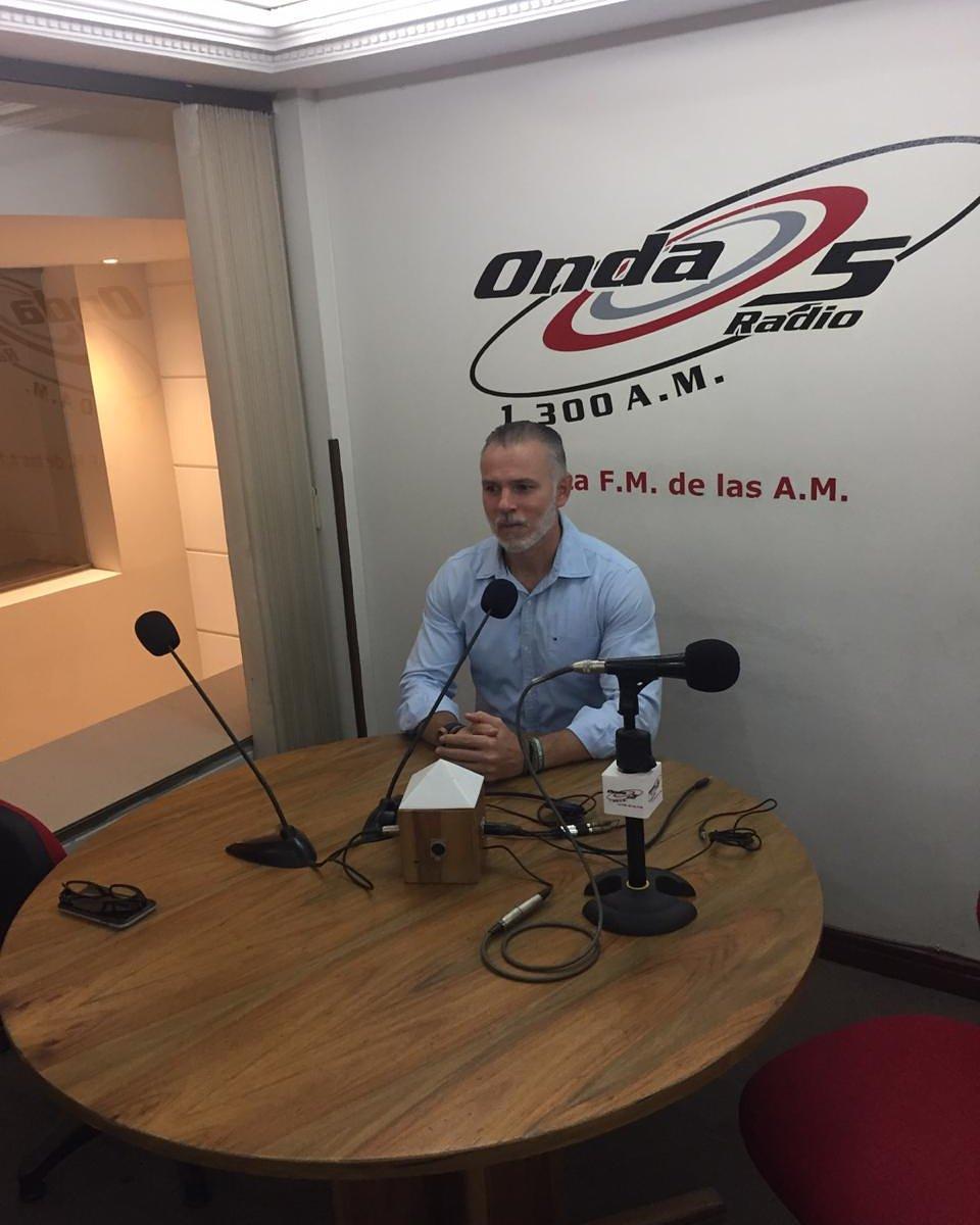 #AEstaHora En entrevista en la emisora Onda 5 -Contacto directo con Shevchencko @HenryPinzon10 #SantanderNoSeRinde