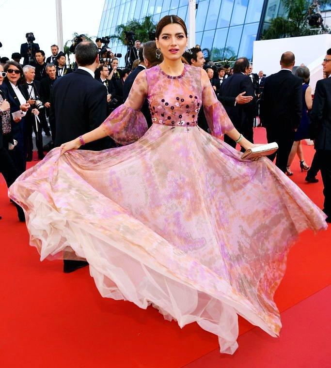 💃 Dreamy #hippychic luxurious #redcarpet  #actress #model @blancablanco #christopheguillarme #eveningdress 👗 @Charriol_Geneva  💍  @carmen_steffens @erosgiuliani 🙏🏻 @villecannes #tapisrouge #cannesfilmfestival #festivaldecannes #cannes #bestdressed #Cannes2019 #fashion #style