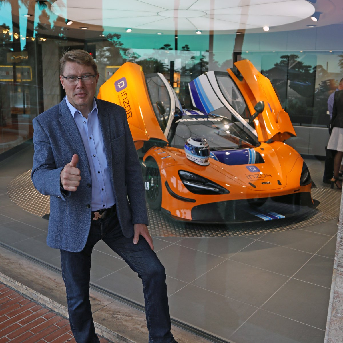 A Papaya & @F1MikaHakkinen combo. 😍🧡🇫🇮  Mika Häkkinen showing off a special version of the 720S GT3 at McLaren Monaco ahead of Sunday's #MonacoGP. The Flying Finn will be back racing later this year at the #Suzuka10H.