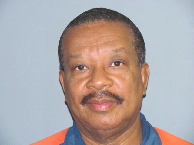 Michael Thompson has served 25 years in prison for selling weed.  He&#39;s 68 years old.   His mother died while he was in prison.  His father died while he was in prison.  His only son died while he was in prison.   And he has 40 years left in his sentence.  #FreeMichaelThompson<br>http://pic.twitter.com/oHq3cO5jER