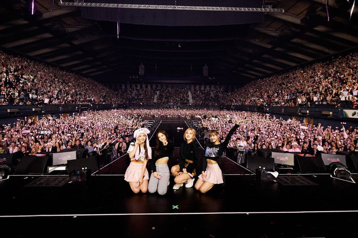 Thank you, England!! Thank you to all those who hosted us and came out to watch our shows🙏  We had such a wonderful time here and thank you all for being part of those memories!!🐰❣️ #BLACKPINK #블랙핑크 #JISOO #지수 #JENNIE #제니 #LISA #리사 #ROSÉ #로제