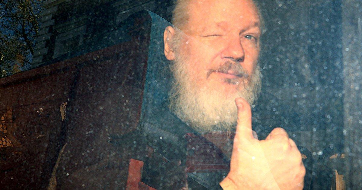 Estados Unidos acusa a Julian Assange de publicar información confidencial http://dlvr.it/R5JLWZ