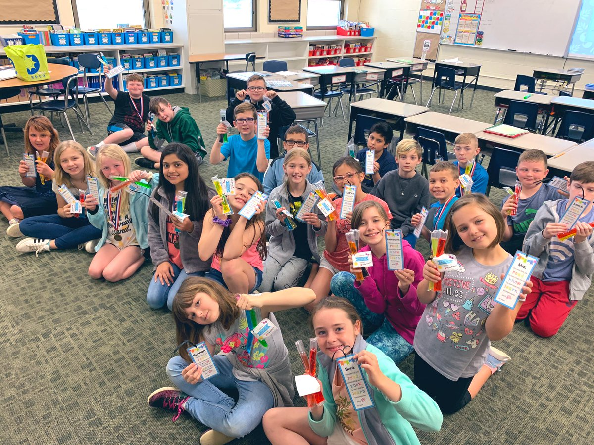 """Students received individual bookmarks and popsicles from me to help start their """"cool summer."""" And we took a class selfie. #YESTigers180 #LogansLearners"""